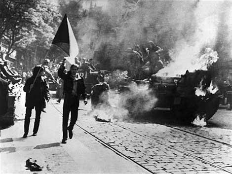 Brennender Panzer - Prager Fruehling