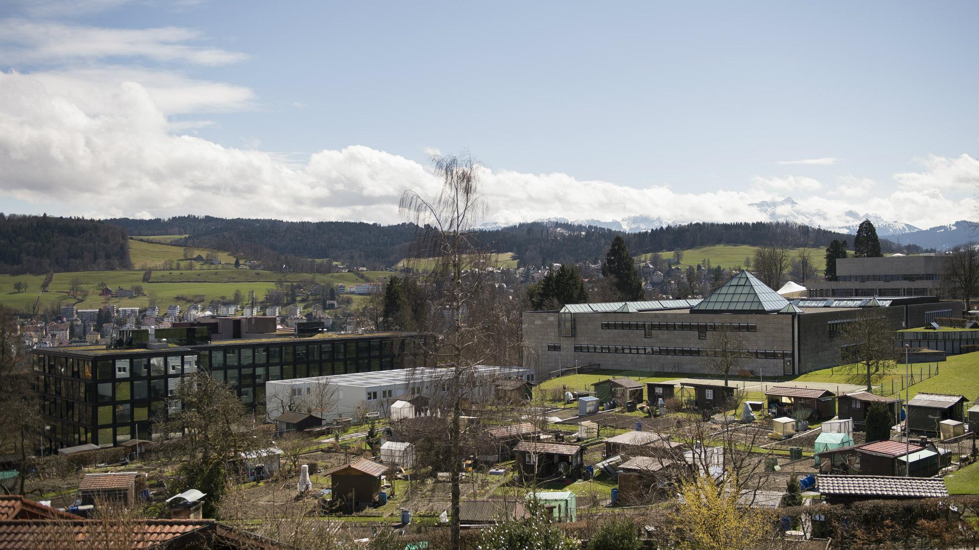 Stimmungsbild des Bibliotheksgebaeudes der Universitaet St.Gallen (HSG)